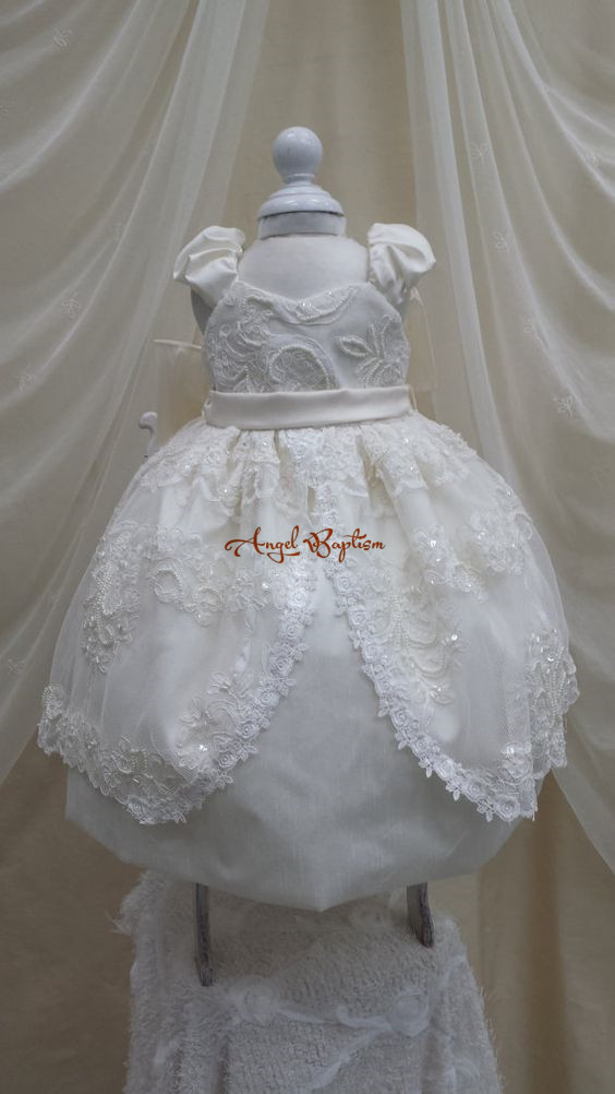Long Sweetheart sleeveless Two tiers Christening Gown Baby girl blessing Dress Lace infant Baptism Robe With Bonnet beads pearls