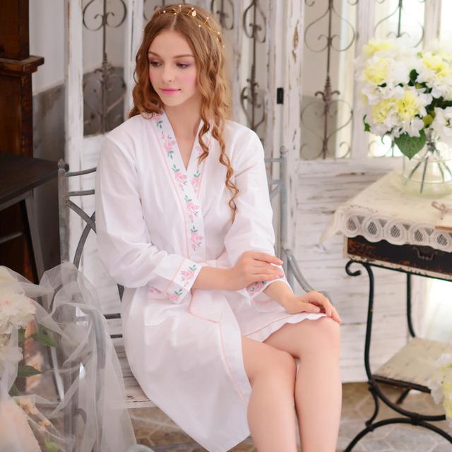 Longo-Luva Das Mulheres Roupões de Banho 100% Algodão Tecido Impresso Robe Feminino Breve Outono 2017 Feminino Dormir Robes Frete Grátis