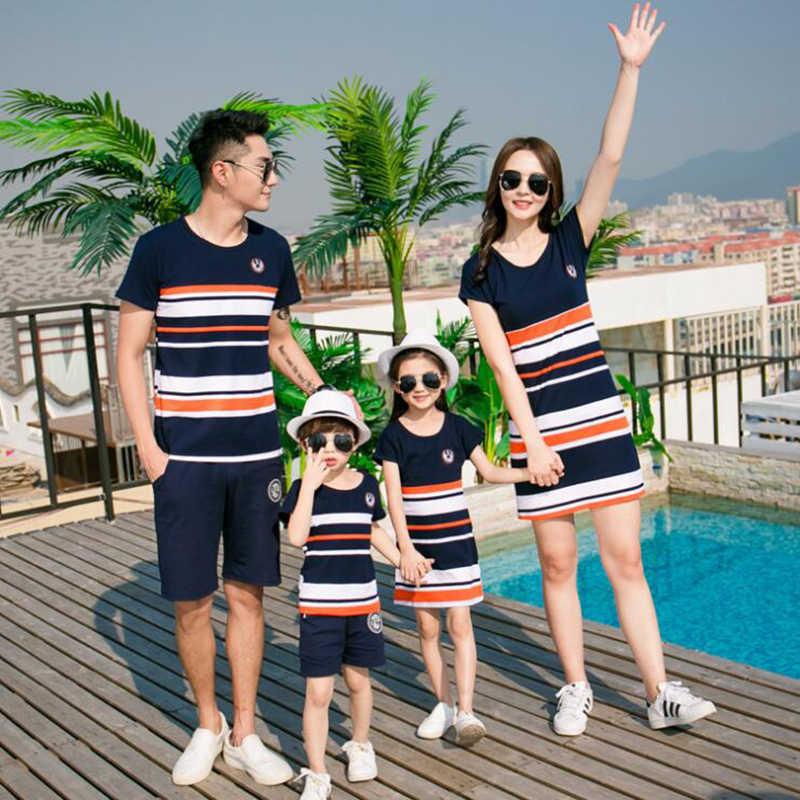 2019 moda lato paski jednakowe stroje rodzinne T-shirt stroje matka i córka sukienki ojciec syna Baby Boy dziewczyna ubrania
