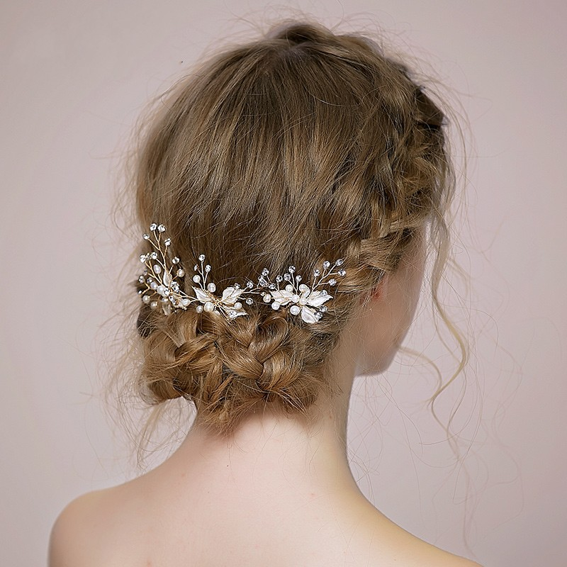 As the UK's leading supplier of bridal accessories, Lace & Favour offers a one stop shop for everything but the dress. Discover beautiful wedding hair accessories, wedding jewellery, wedding veils, wedding shoes and more. Order online with FREE UK delivery.