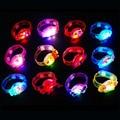 1 UNIDS Luces Mágicas Juguetes Para Niños Muñequeras Flashing Light Up Juguetes LED Reloj LED Parpadeante Juguetes de Regalo de Navidad FG07