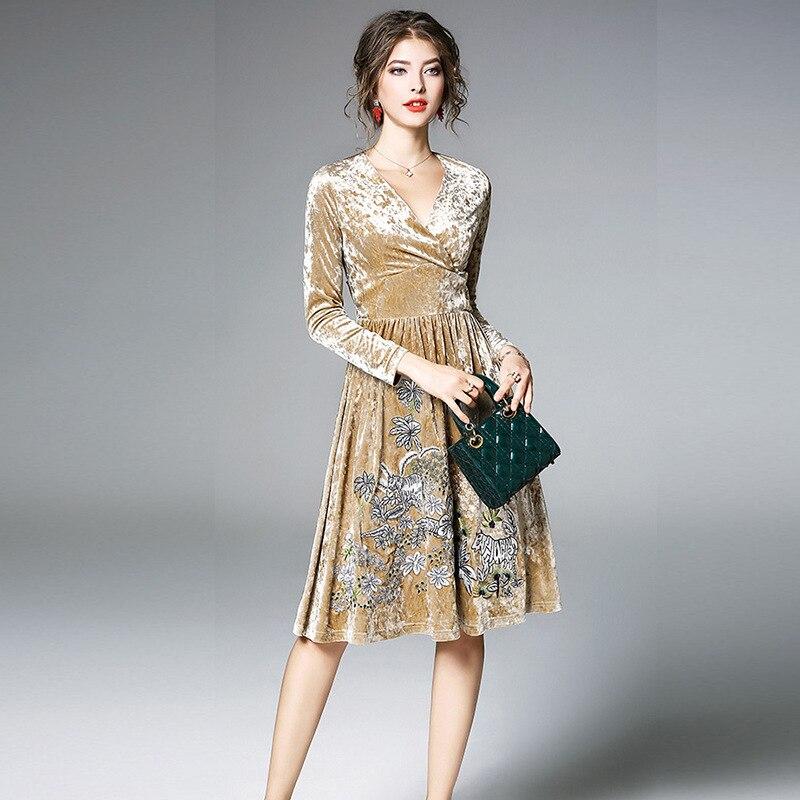 Moda Vestito V Pleuche Del fiammifero Estate Donne Con A Ricamo Tutto Size  Elegante Delle Floreale ... d45bb21bb73