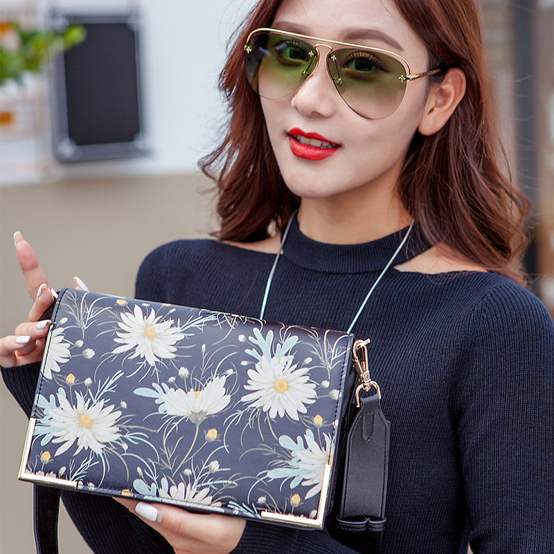 KZNI Women Messenger Bags Genuine Leather Cowhide Clutch Floral Print Clutch Designer Handbags High Quality Pochette 9131KZNI Women Messenger Bags Genuine Leather Cowhide Clutch Floral Print Clutch Designer Handbags High Quality Pochette 9131