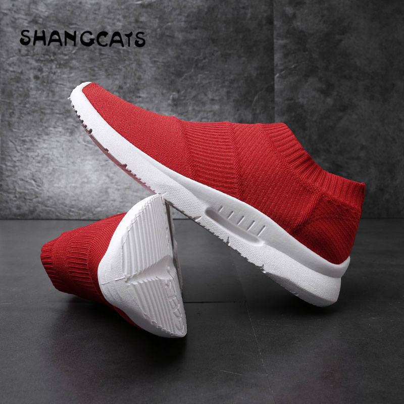 все цены на Red White Shoes For Men chaussure homme Mens Trainers tenis masculino adulto Casual Shoes Men Trend 2018 Sneakers Without Lace