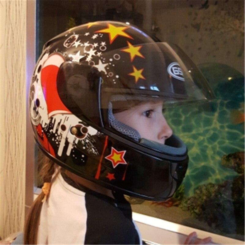 Élève en primaire de moto casque casque d'enfants avec couvre-cou anti froid chaud moto casque de sécurité et beau
