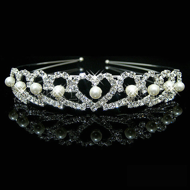 Crown Wedding Crown Bride Crown Silver Plated Pearl Crystal Princess Tiara  Heart Headband Pageant Crowns for Bride Hair Dress d0cfb4cfd2bb