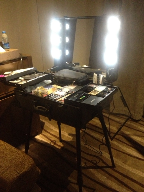 wheel rolling studio makeup case w light adjustable black artist
