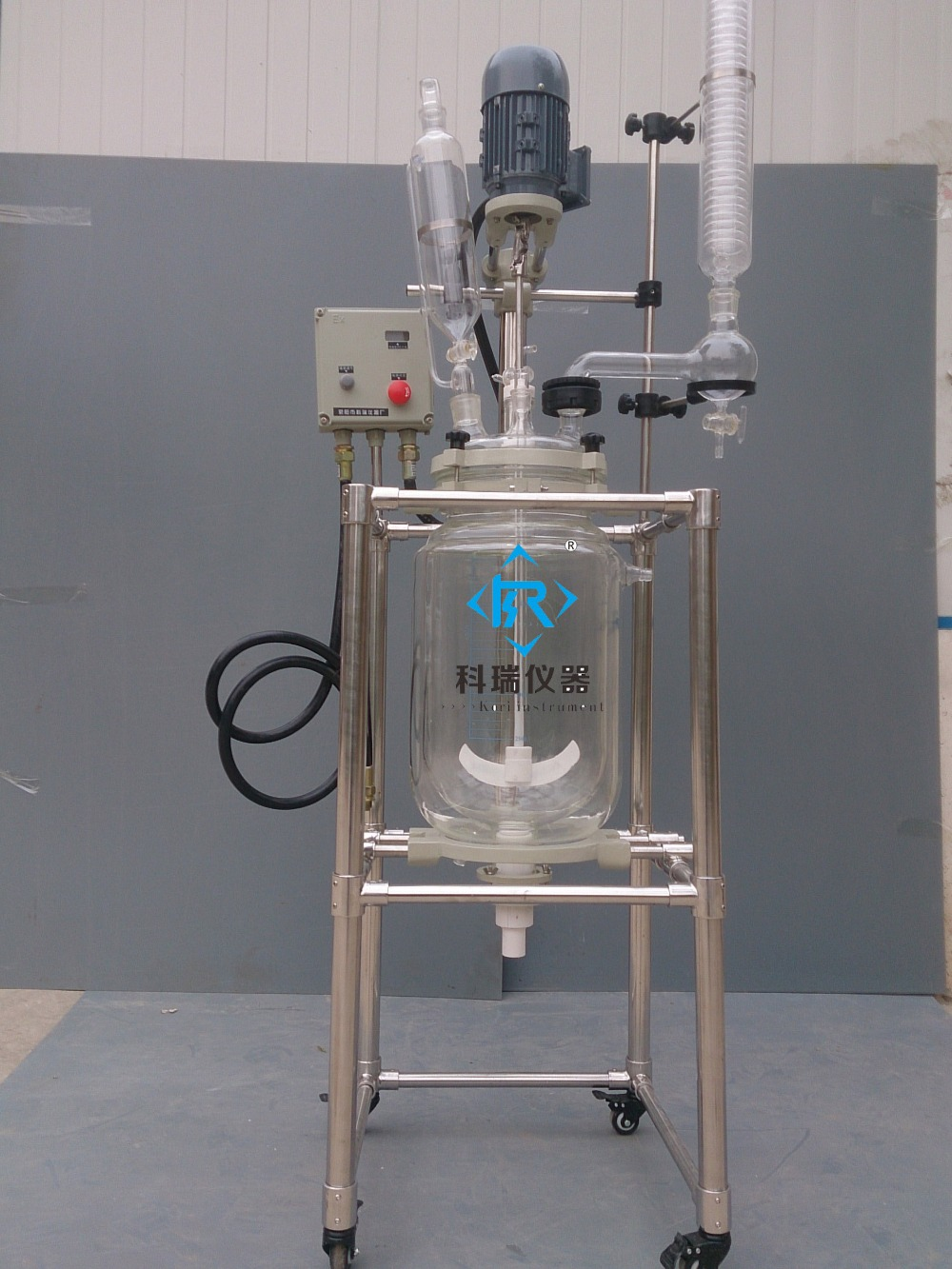 10L High Borosilicate GG3.3 Explosion-proof  Jacketed Glass Reactor from Xingyang Kori Instrument factory Glass lid PTFE Seal 10l batch glass reactor glass lined jacketed reactor vessel for chemicaland pharmaceuticals industry with condenser with ptfe