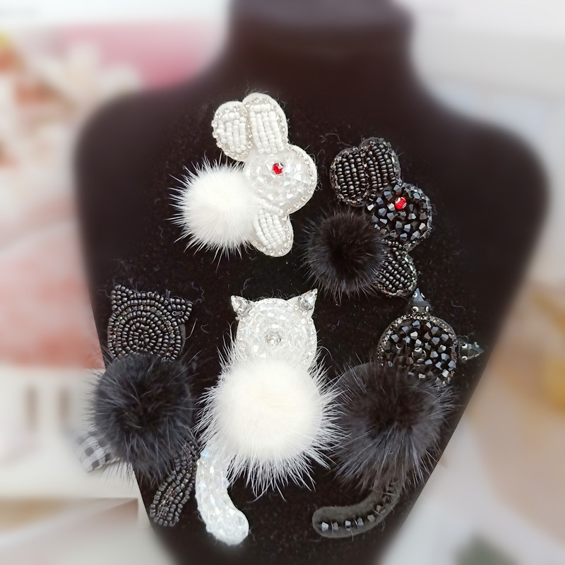 3D Handmade beaded sequins Small rabbit black/white cat <font><b>patch</b></font> with pin applique for DIY hat <font><b>Coat</b></font> Trousers Bag Brooch Broche image