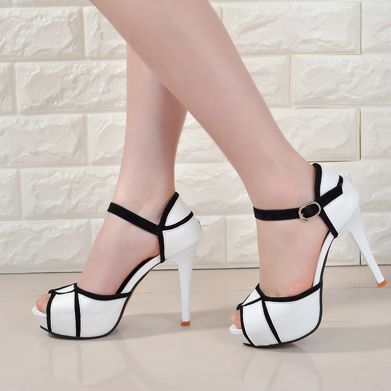 все цены на Summer hollow buckle women's shoes European and American fight color fish mouth fine with high heels young daily shoes онлайн