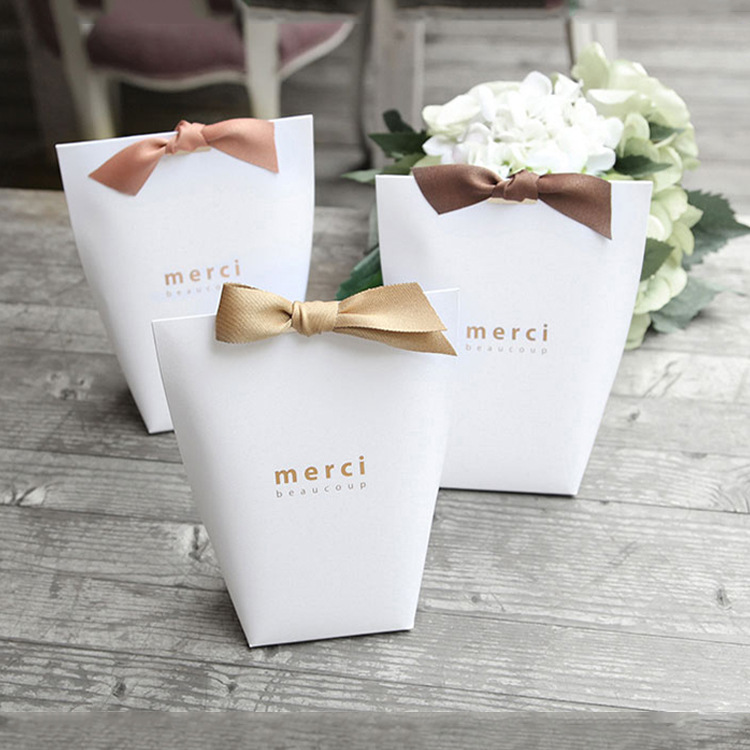 Image 2 - 50pcs/lot New Black and White  Pillow Box Merci  Ribbon Bow Present Carton Pouch Kraft box Gift DIY Boxes Wedding Party Supply-in Jewelry Packaging & Display from Jewelry & Accessories