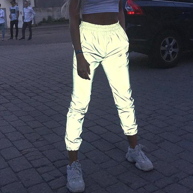 2019 kobiety Flash spodnie odblaskowe wysokiej talii spodnie na co dzień noc świecące Streetwear damskie elastyczne odblaskowe spodnie do biegania tanie tanio Poliester Pełnej długości Luźne Suknem Elastyczny pas Kieszenie Stałe Wysoka Plisowana Harem spodnie Reflective Pants women