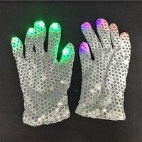 2 חתיכות = 1 זוג אופנה 2018 צבעוני LED תאורת צעצועי אצבע כפפת LED כפפות Paillette מועדון לילה אור דיסקו רקדנית כפפות