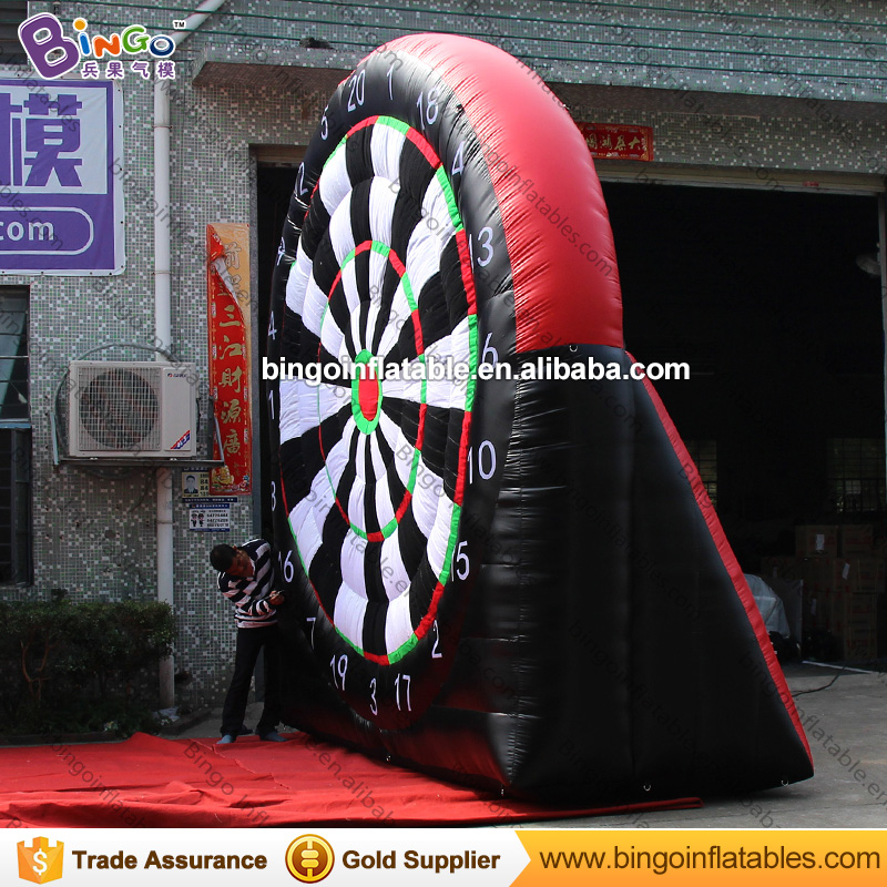 Free Delivery Inflatable Dart Game type 4x4 Meters inflatable soccer football darts boards with air blower for toys sports free shipping juegos inflables 16x8 meters inflatable soccer field football court with pvc material for kids
