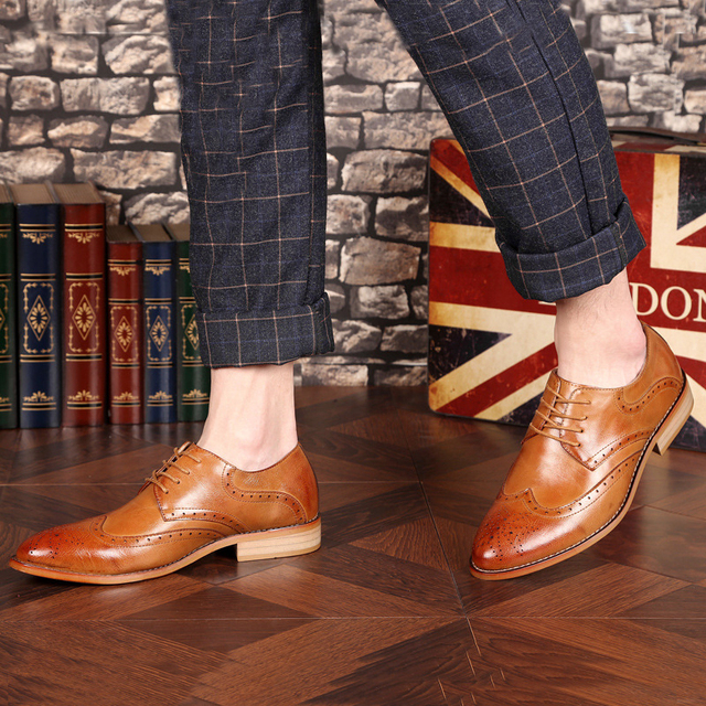 New arrival Men Casual leather shoes Lace-Up Pointed Toe Brogue Shoes Male Business Dress shoes Oxfords Flats Wedding shoes 061