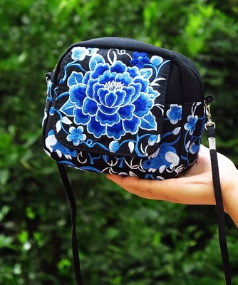 New 2018 Embroidery Women Small bags!Hot Floral Embroidery Lady Shopping Carrier Fashion Cute Lady Shoulder&Crossbody bag