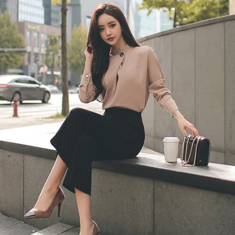 Brilliant sexy women in buisness suits congratulate, excellent