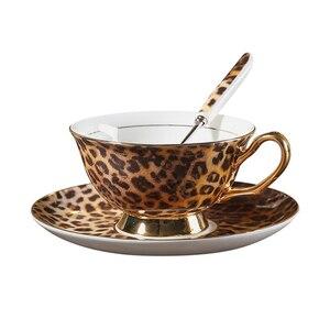 Image 5 - Europa Classico Della Stampa Del Leopardo Bone China tazze e piattini di caffè piatto tazza di caffè set dipinto A mano Golden rim Casa partito tazza di tè