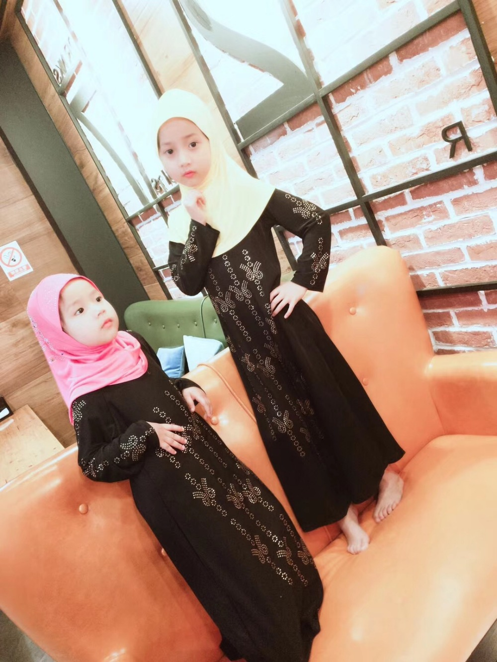 12 pieces lot Wholesale Latest Designs black rhinestones Muslim Girls dresses kids abayas islamic Clothing