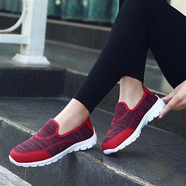 5fc54f3bd1f 2018 nuevos zapatos de las mujeres tendencias de la moda femenina zapatos  casuales colas lindas Zapatillas. Sitúa el cursor encima para ...