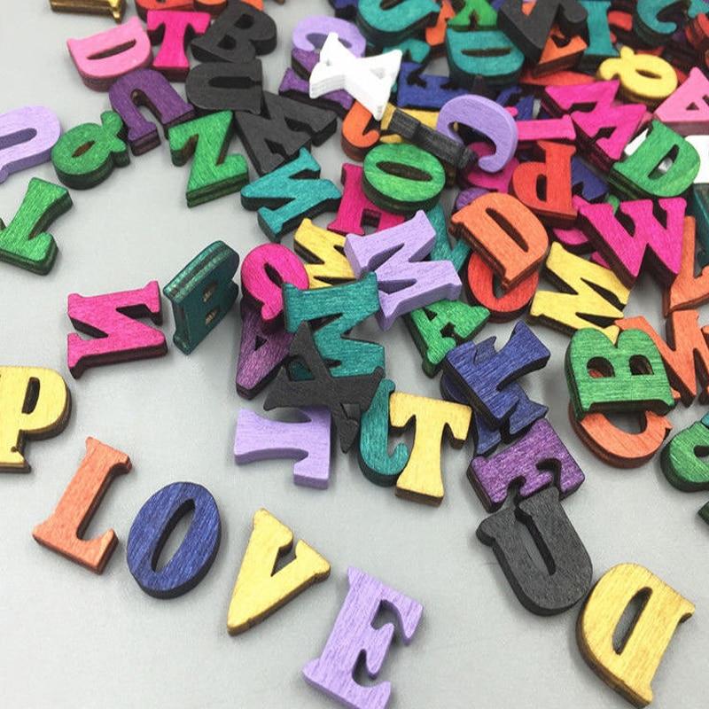 100 ピース/ロット完全な 26 英語アルファベットの手紙ウッドクラフト家の装飾アルファベット結婚式誕生日置物ミニチュア