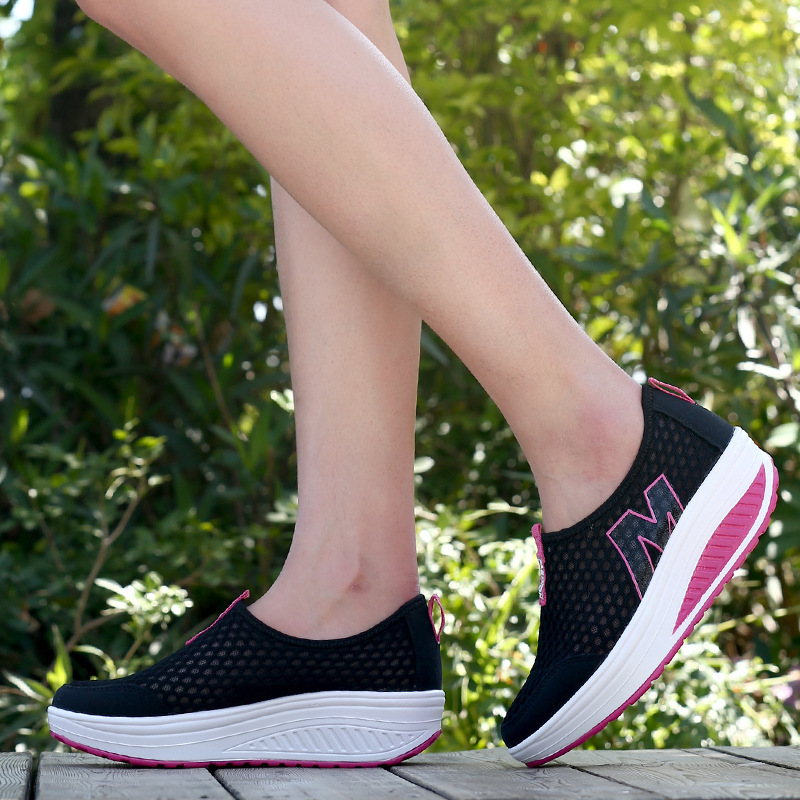 Fashion trend of women 's soft mesh casual rocking shoes High heels shoes increased at the end of loose women' s singles shoes