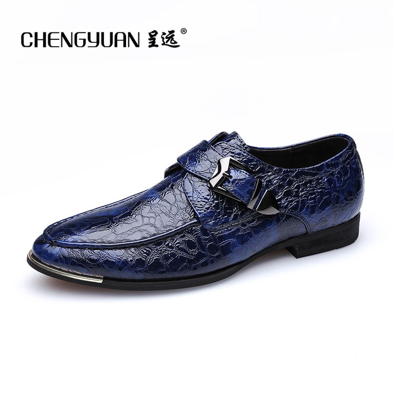 ФОТО CHENGYUAN Men's blue simple business point toe black casual leather shoes metal buckle leather shoes 36-46 CY711