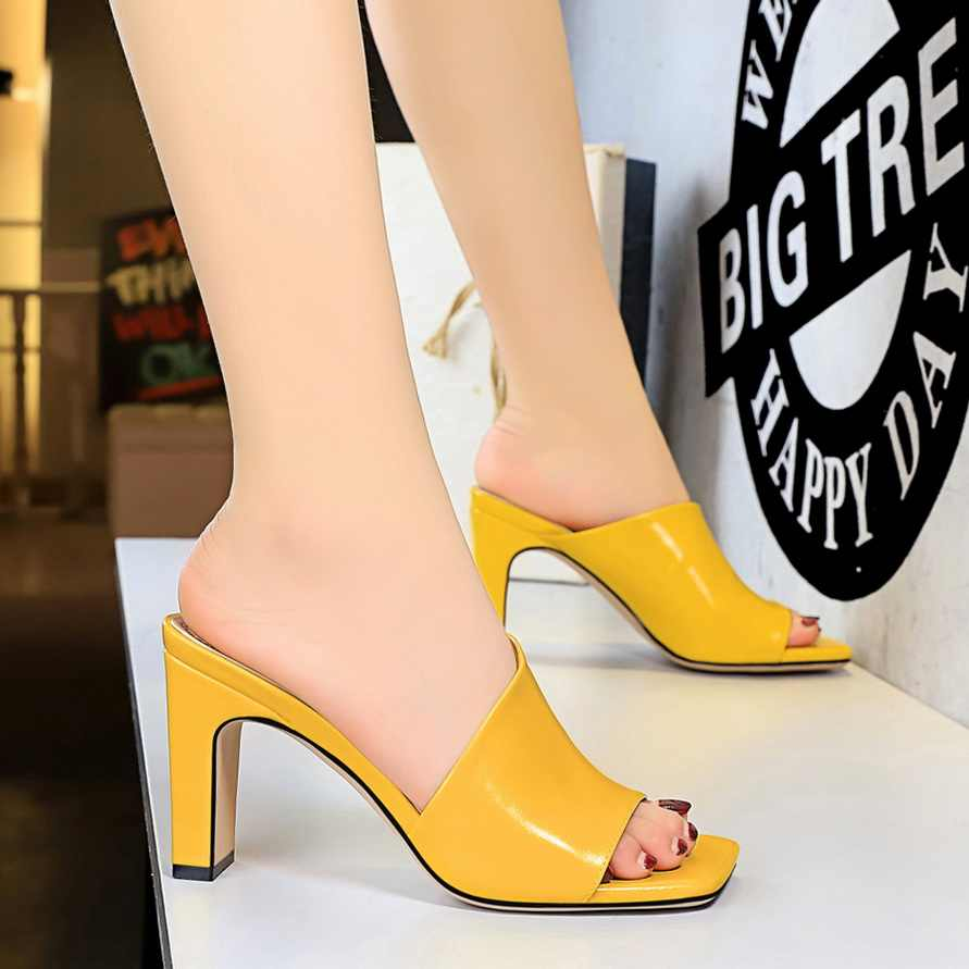 2020 נשים פרדות צהוב שקופיות נקבה עבה בלוק עקבים כסף כפכפים סקסי קיץ 8.5cm גבוהה עקבים יוקרה פיפ הבוהן שחור נעליים