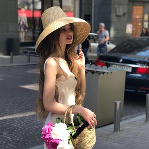 Image 2 - جديد شعبية مصباح شكل قبعة الشمس للنساء كبيرة واسعة حافة الصيف قبعة للشاطئ السيدات عالية الجودة القش قبعة UV حماية دربي السفر قبعة