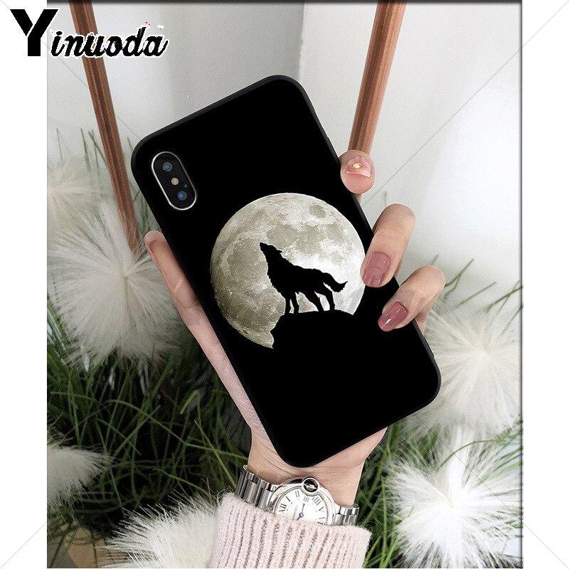Moon roaring wolf