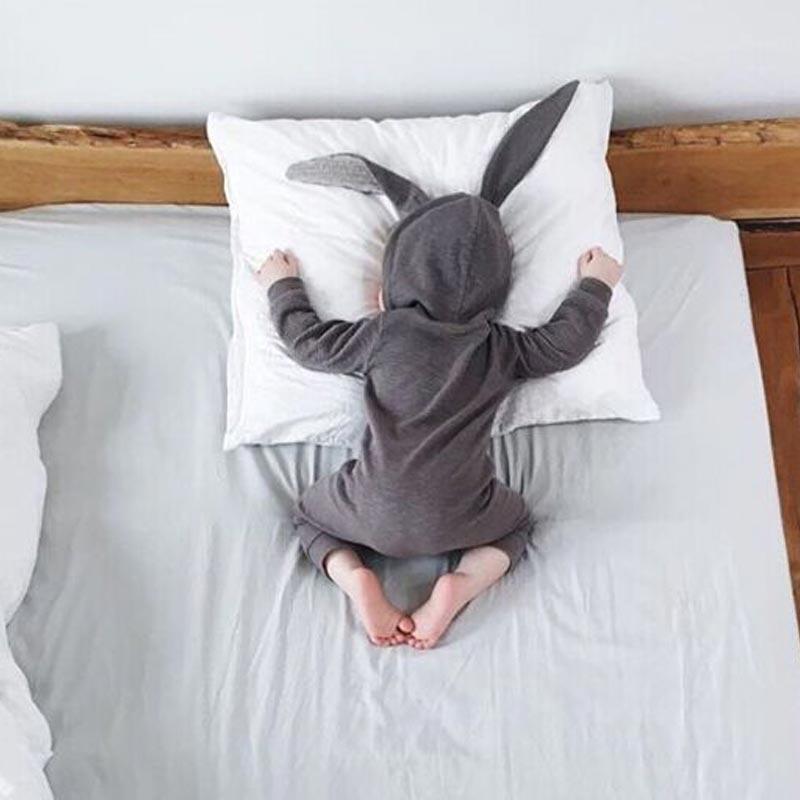 新しい春の秋ベビーロンパースかわいい漫画のウサギ幼児女の子男の子ジャンパーキッズベビー衣装服