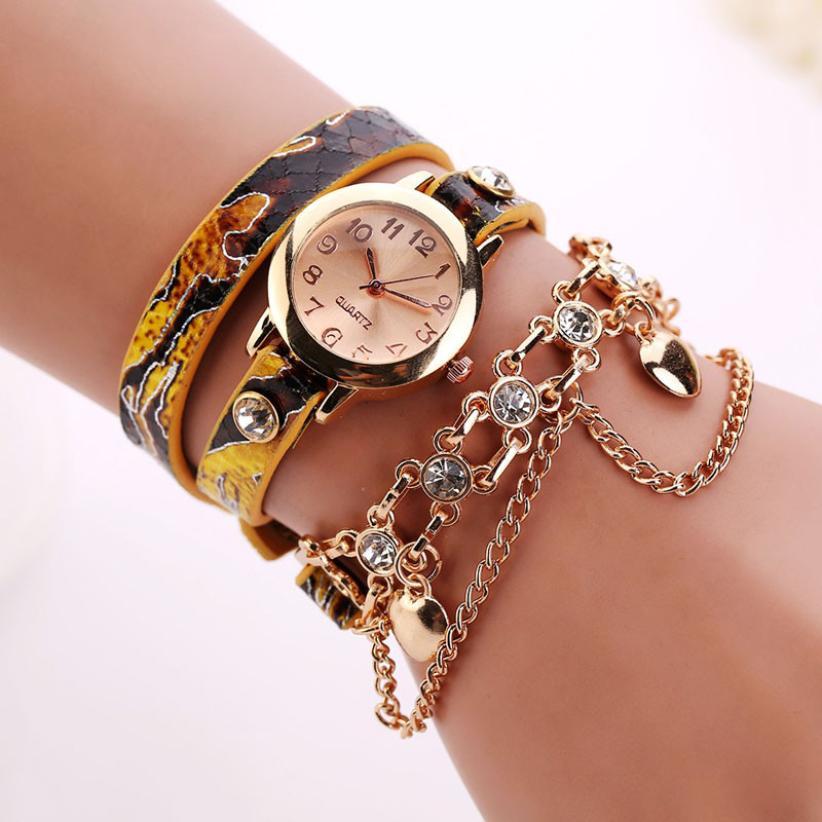 7a16ff4fa30 2017 Hot Sale Mulher Relógios Cadeia Pulseira Relógio de Pulso Relógio de  Quartzo de Couro Strass