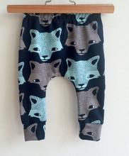 Modne spodnie dla niemowląt chłopięce spodnie Cartoon zwierząt wilk drukuje dorywczo bawełniane spodnie Harem 4-24M elastyczna odzież dla niemowląt odzież tanie tanio E BAINEL Dla dzieci Luźne Pełnej długości Boys baby COTTON Na co dzień Pasuje prawda na wymiar weź swój normalny rozmiar