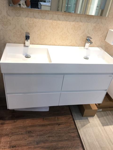 € 1641.83 |1200mm mur monté solide Surface pierre Double éviers en bois  massif salle de bain vanité vestiaire armoire Oka meubles 2090 dans de ...