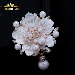 Image 1 - Çarpıcı Vintage beyaz İnci çiçek broş CZ markiz gül altın ton Pistil erik çiçeği Sakura pin broş takı
