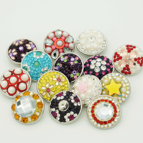 50 pcs/lot haute qualité manuel mélangé coloré Rhinestone18mm métal bouton pression charme boutons charme Snap bracelets en gros
