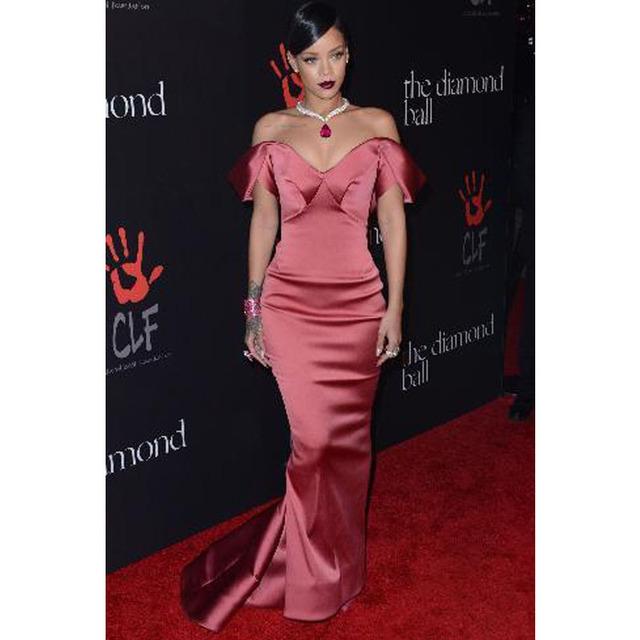 Vermelho Rihanna vestido assimétrico Off ombro sereia celebridade no tapete vermelho vestidos baratos Prom vestidos