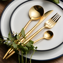 24pcs Luxury Golden Cutlery Set 18/10 Stainless Steel Frost Steak Knives Forks Tablespoons Restaurant Gold Dinnerware Sets
