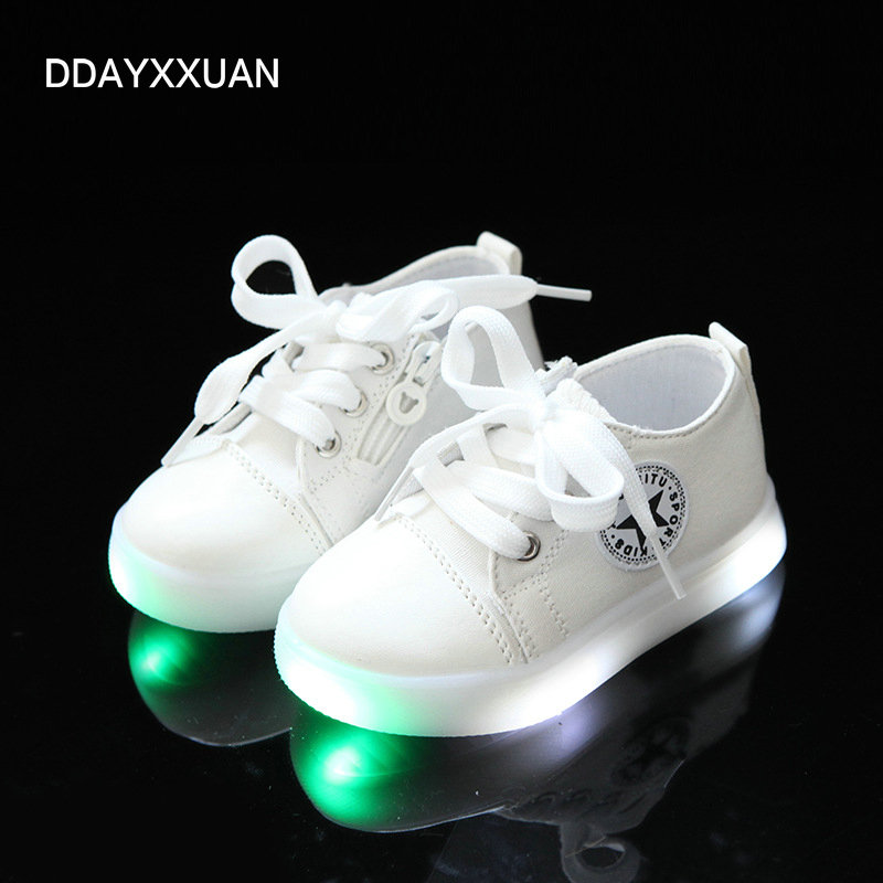 81909ca93c01 Nya Barn Glödande Sneakers Mode Barn Led Sport Skor Canvas Mjuk ...