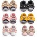 Muchachas de la princesa Nueva mary jane PU Del Remache de Cuero de rayas Recién Nacido franja de Oro Arco Mocasines Bebé Infant Toddler suaves Del Bebé zapatos