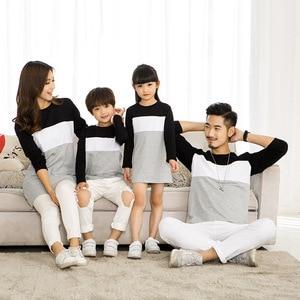 Image 2 - Family Look matka córka sukienka 2019 odzież rodzinna ojciec syn T Shirt bawełna patchwork w paski jednakowe stroje rodzinne
