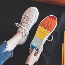 Радужная текстильная обувь для девочек; сезон лето; Новинка года; модные кроссовки; цветная подошва; низкая подошва; Уличная обувь в стиле хип-хоп; модные тренды; повседневная обувь