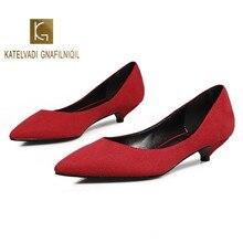 Рабочая обувь на низком каблуке 3 см, красная модная женская офисная обувь из флока, Новое поступление, обувь с острым носком, 5 цветов, K-223