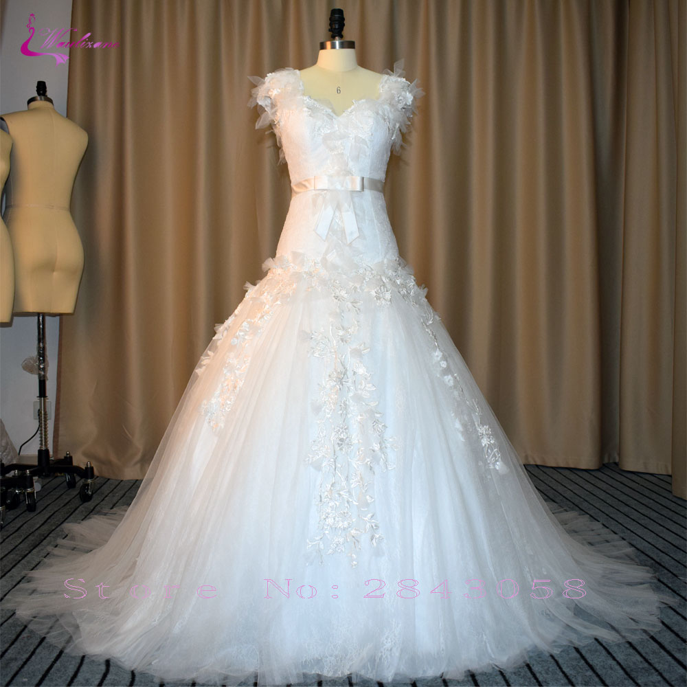 Waulizane Fabulous 3D Appliques Tulle A-Line Wedding Dresses Dropped Waist Button Brush Train Sweetheart Bow Sash Bridal Gowns