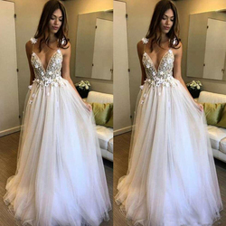 Flowers Wedding Dress White Vestido de noiva 2018 Deep V-neck With Delicate Appliques Backless 2