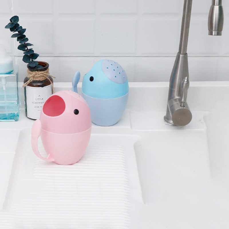 1 ピースかわいい漫画浴槽プラスチックベビーシャンプーキャップすすぎカップの子洗浄髪のシャワー製品浴槽子供水浴ノズル