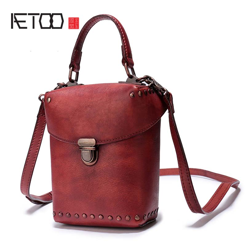 AETOO European station 2018 new tide rivet fashion wild diagonal bag female hand bag shoulder bag lock bucket phone bag fashion litchi pattern the first layer of leather commute commuter shell bag lock shoulder diagonal wild female bag