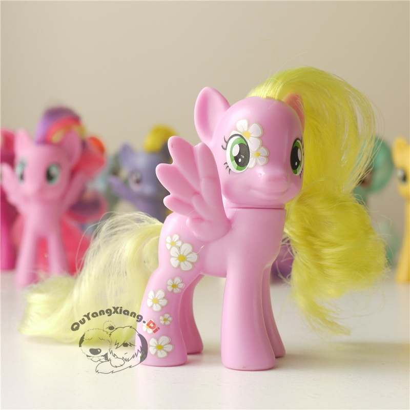 P8-108 Action Figures 8cm Little Cute Horse Model Doll Yellow hair Pegasus Anime Toys for Children(China)