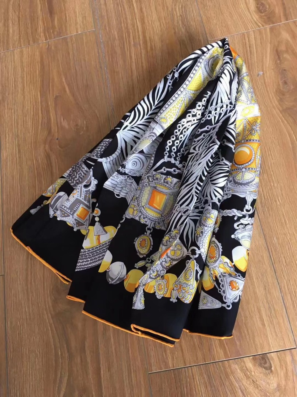 2019 new arrival spring autumn classic print 100% pure silk scarf twill hand made roll 90*90 cm  shawl wrap for women lady