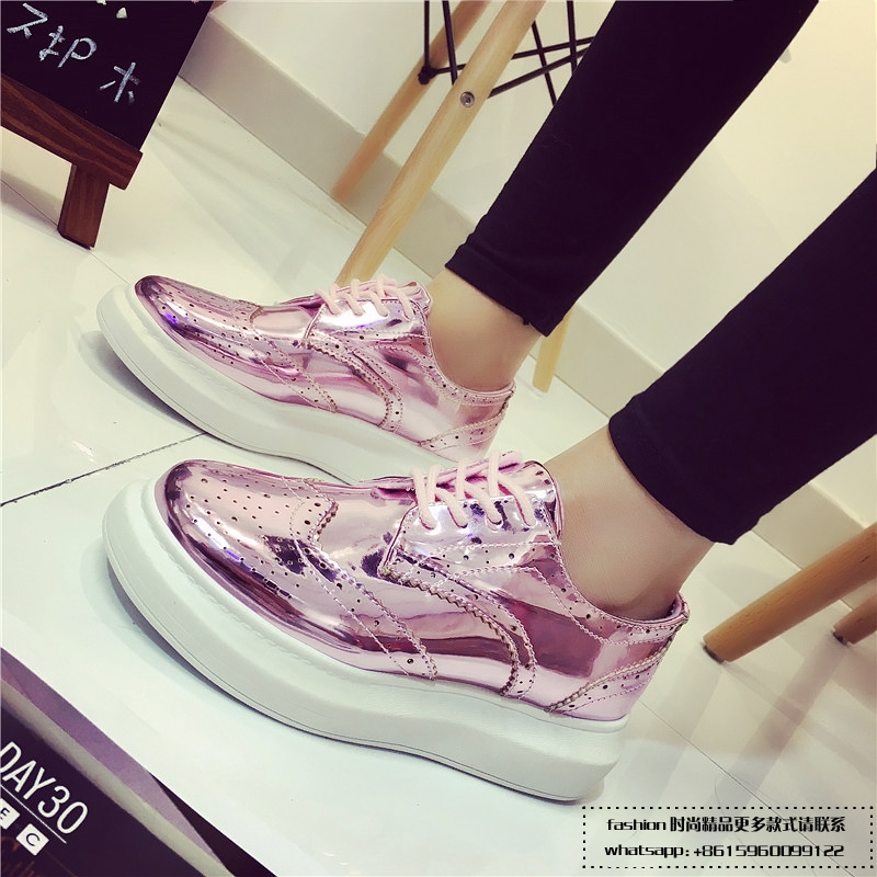 ФОТО 2016 New Women And Men's Shoes Brand Classic Shell Round Toe Shining Colorful Chameleon Flat Shoes Discoloration Lovers Shoes